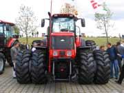 Мощный трактор. Фото. Картинка